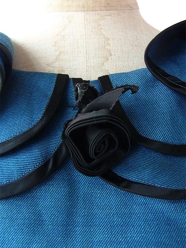 ヨーロッパ古着 ロンドン買い付け 上品な光沢のピーコックブルー X ブラック 薔薇コサージュ ヴィンテージ ドレス 16BS412