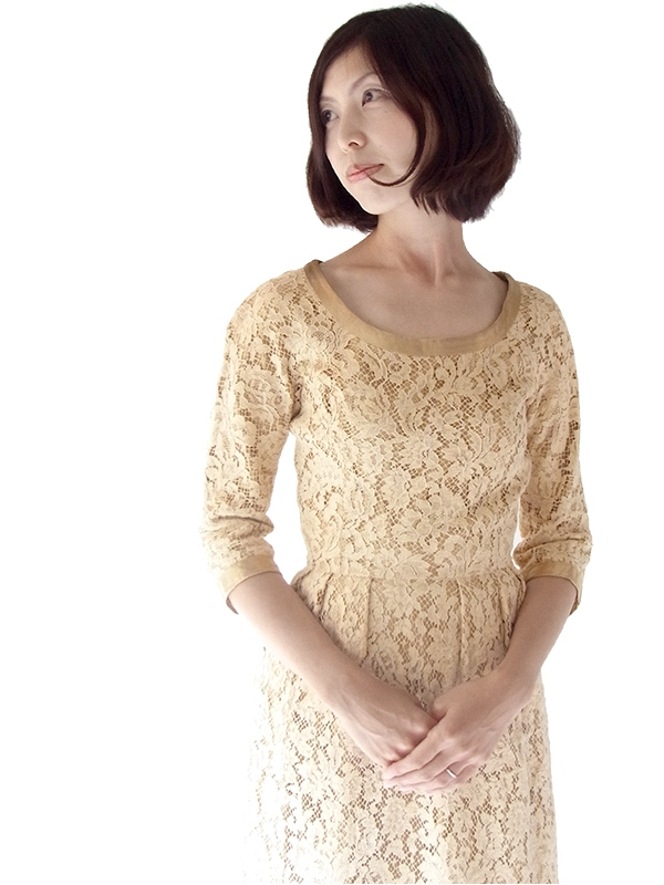 フランス買い付け 60年代製 ベージュ X 花柄コードレース ゴールドテープ アンティークドレス 16FC203