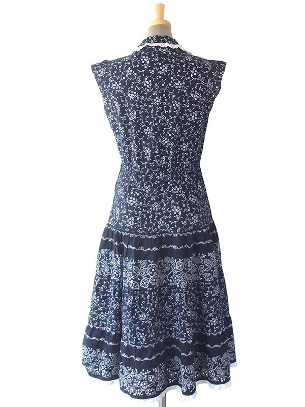 ヨーロッパ古着 フランス買い付け 60年代製 藍色 X ホワイト 花柄カットワーク生地 ヴィンテージ ワンピース 16FC217