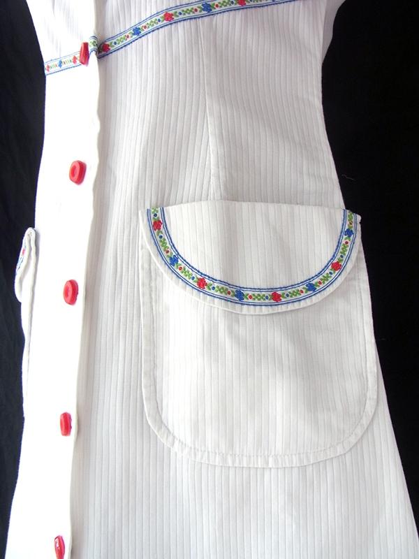ヨーロッパ古着 フランス買い付け 60年代製 ホワイト X カラフルなチロリアンテープ レトロワンピース 16FC321