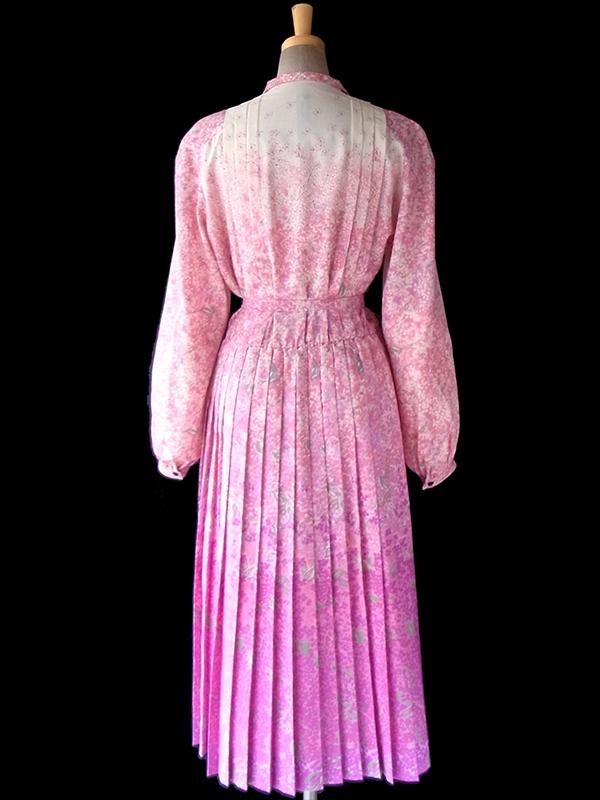 ヨーロッパ古着 フランス買い付け アイボリー X ピンク・パープル 花柄 共布ベルト付き 贅沢プリーツ ワンピース 16FC501