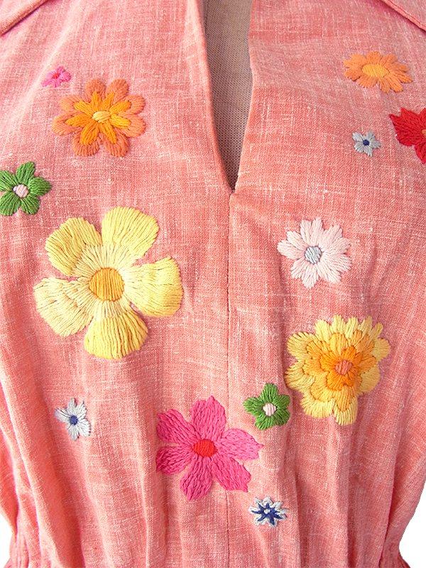 ヨーロッパ古着 ロンドン買い付け 60年代製 アプリコットピンク X カラフル花柄刺繍 ヴィンテージ ワンピース 16OM311