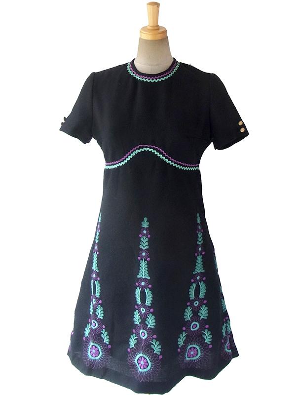 ヨーロッパ古着 ロンドン買い付け 60年代製 ブラック X 水色・パープル 山道テープ・刺繍 梨地ウール ワンピース 16OM432