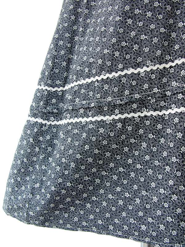フランス買い付け 60年代製 モノトーン X 小花柄 花柄アップリケ 山道テープ・カットワーク ワンピース 17FC001