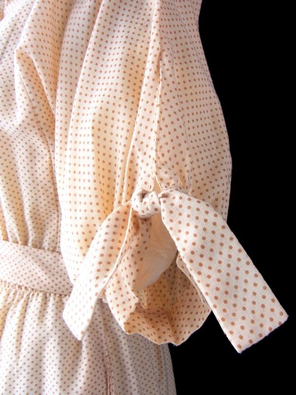 ヨーロッパ古着 フランス買い付け 60年代製 アプリコット 水玉 カットワークレースの襟・ポケット ヴィンテージ ワンピース 17FC010