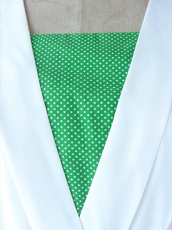 ヨーロッパ古着 フランス買い付け 60年代製 ホワイト X グリーン 水玉 くるみボタン ヴィンテージ ワンピース 17FC110