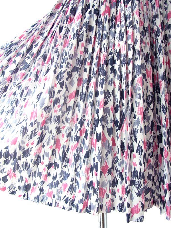 ヨーロッパ古着 フランス買い付け 70年代製 ホワイト X ピンク・グレイ 共布ベルト付き プリーツ ワンピース 17FC218