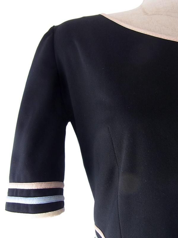 ヨーロッパ古着 フランス買い付け 60年代製 ブラック X 花柄 生地切り返し パイピング ヴィンテージ ワンピース 17FC325