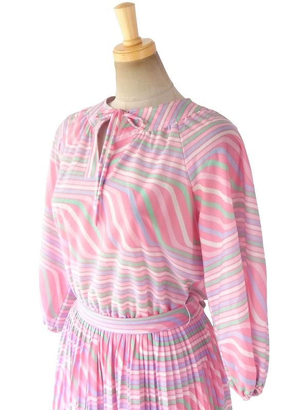 ヨーロッパ古着 フランス買い付け 70年代製 ピンクを基調としたパステルカラー  共布ベルト付き プリーツ ワンピース 17FC415