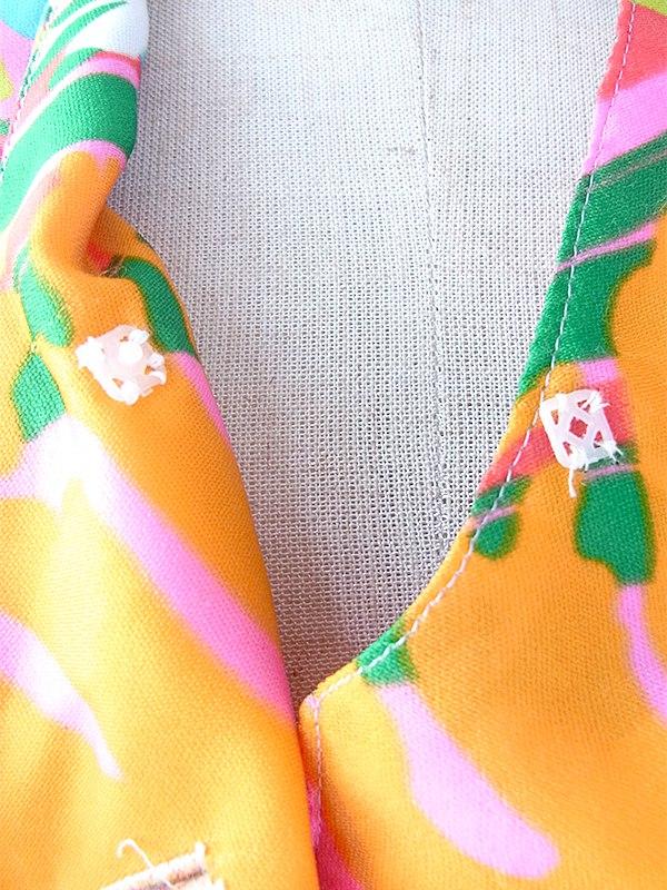 ヨーロッパ古着 ロンドン買い付け 70年代製 カラフルなレトロ花柄 X 共布ベルト付き ヴィンテージ ワンピース 17OM403