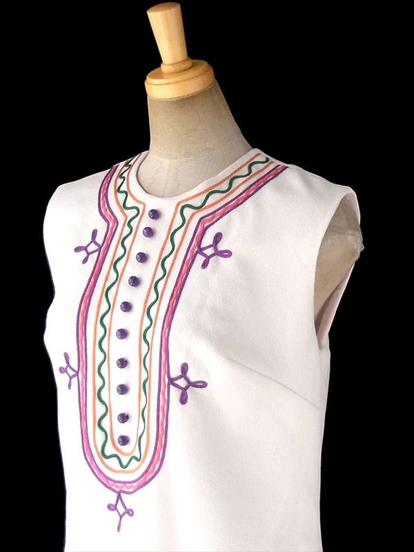 ヨーロッパ古着 ロンドン買い付け 70年代製 ホワイト X カラフルなレトロ刺繍 ヴィンテージ ワンピース 17OM704