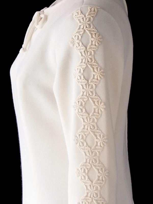 ヨーロッパ古着 ロンドン買い付け 70年代製 アイボリー X 両袖にコードレース装飾 ヴィンテージ ワンピース 17OM824