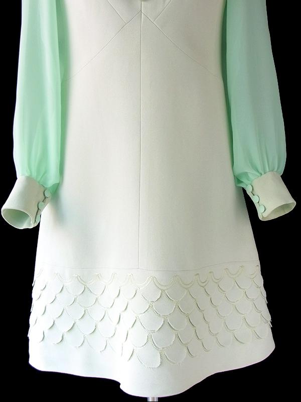 ヨーロッパ古着 フランス買い付け 70年代製 ペールグリーン X スカラップ装飾・シフォン生地袖  ワンピース 18FC008