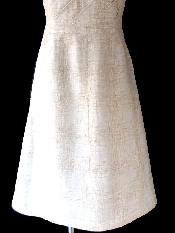 ヨーロッパ古着 フランス買い付け 60年代製 ライトベージュ X 胸元斜めのライン ヴィンテージ ワンピース 18FC106