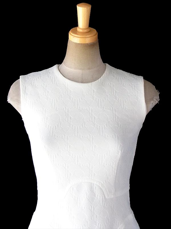 【送料無料】ロンドン買い付け 70年代製 ホワイト X 花柄の型押し生地 シームデザイン ワンピース 18FC206【ヨーロッパ古着】