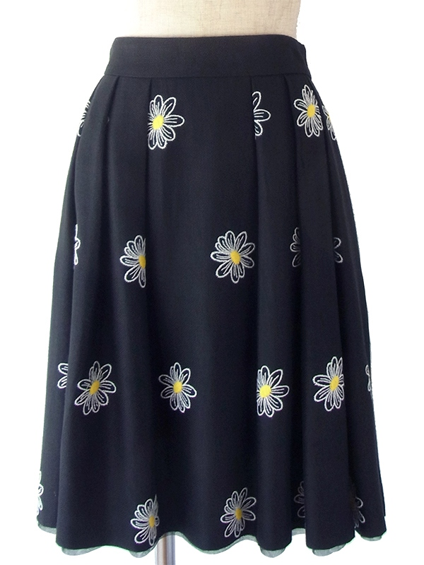 ヨーロッパ古着 フランス買い付け 70年代製 ブラック X ホワイト・イエロー花柄刺繍 ヴィンテージ スカート 18FC220