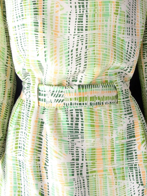 ヨーロッパ古着 フランス買い付け 60年代製 グリーンを基調としたやわらかな色合いのレトロ柄 共布ベルト付き シルク ワンピース 18FC305