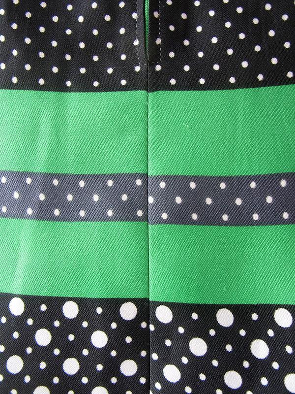 ヨーロッパ古着 ロンドン買い付け 70年代製 グリーン X ブラック・ホワイト・グレイ 水玉 共布ベルト付き レトロ ワンピース 18OM206