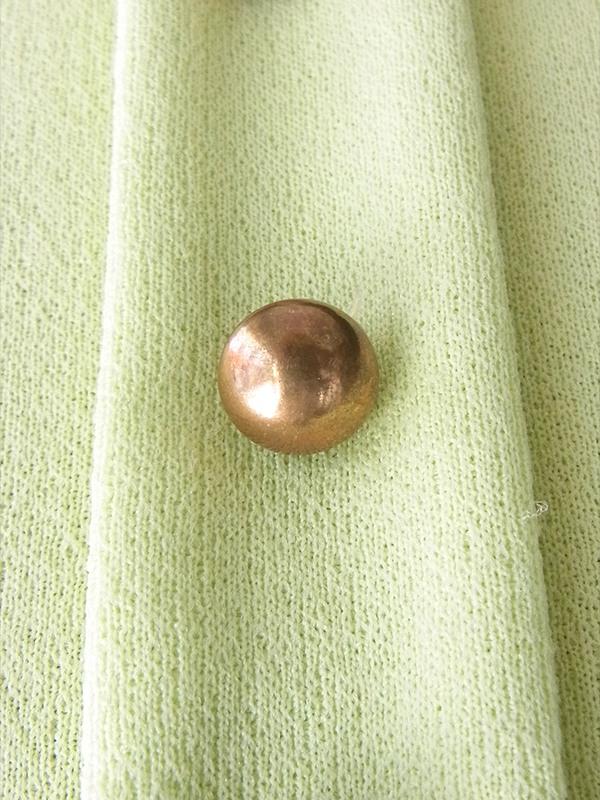 ヨーロッパ古着 ロンドン買い付け 70年代製 若草色 X ゴールドボタン ヴィンテージ フレア ワンピース 18OM221