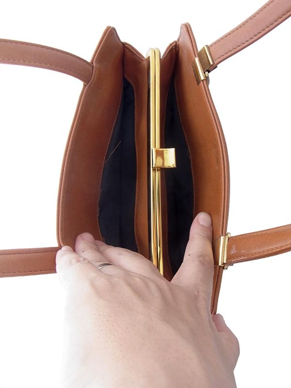 ヨーロッパ古着 ロンドン買い付けキャメルブラウン X ゴールド がま口 レザー ハンドバッグ 19BS037