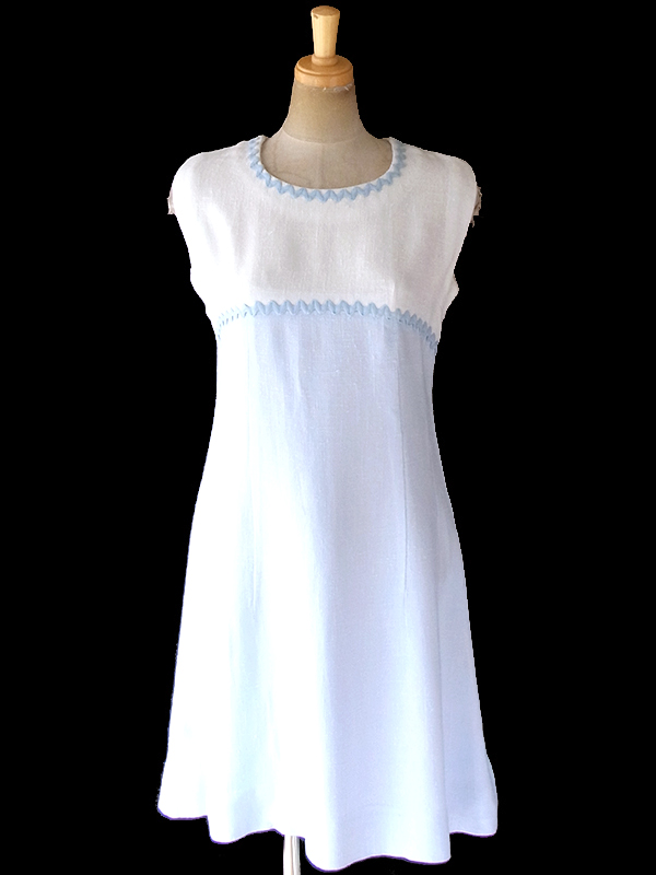 ヨーロッパ古着 フランス買い付け 60年代製 ホワイト X 水色 山道テープ ヴィンテージ ワンピース 19FC001