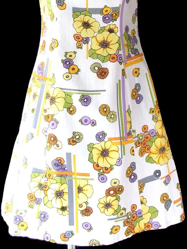 ヨーロッパ古着 フランス買い付け 60年代製 ホワイト クレープ地 X カラフル花柄 ヴィンテージ ワンピース 19FC014