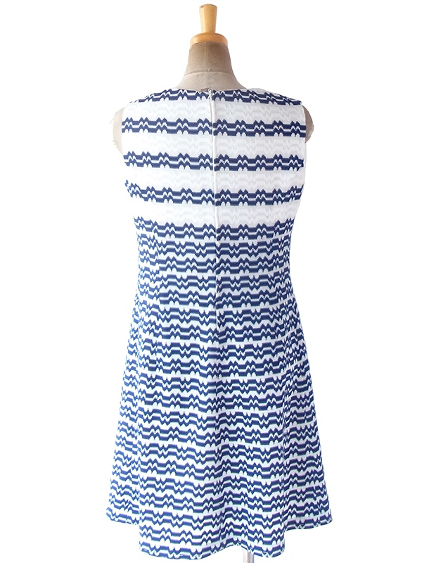 ヨーロッパ古着 60年代フランス製 ホワイト X ブルー 凹凸で幾何学模様が浮かぶ ヴィンテージ ワンピース 19FC411
