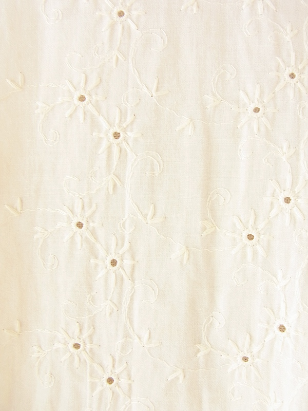 ヨーロッパ古着 フランス買い付け 60年代製 アイボリー X 花柄刺繍・カットレース ゴールドテープ縁取り ワンピース 20FC203