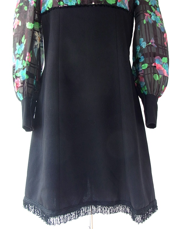 ヨーロッパ古着 フランス買い付け 70年代製 ブラック X カラフル花柄 切り返し 裾元フリンジ ヴィンテージ ワンピース 20FC309