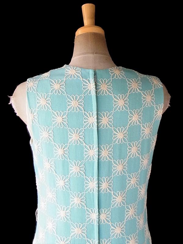 ヨーロッパ古着 ロンドン買い付け 60年代製 水色 X ホワイト刺繍 ヴィンテージ ワンピース 20OM023