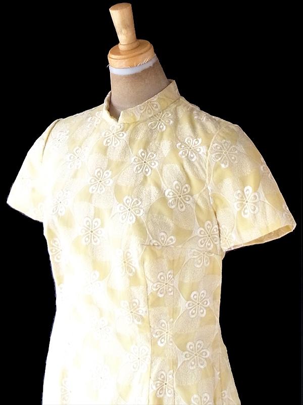 ヨーロッパ古着 ロンドン買い付け 70年代製 ペールイエロー X レトロ柄刺繍 スタンドカラー ワンピース 21OM204