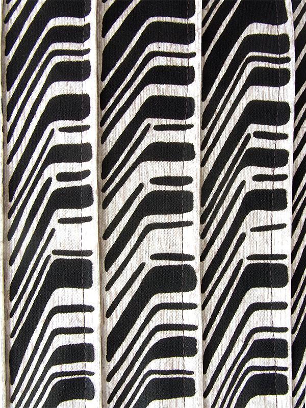 【ヨーロッパ古着】ロンドン買い付け 70年代製 オフホワイト X ブラック レトロ柄 ヴィンテージ プリーツ ワンピース 21OM709