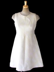 ヨーロッパ古着 フランス買い付け 60年代製 ホワイト X アイボリー 凹凸で幾何学模様の浮かぶ生地 ヴィンテージ ワンピース 18FC205