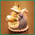 花を持ったRABBITのティーポット COLL-145【中古】【装飾ティーポット】