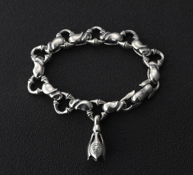 S (Caresses) Bracelet Long Small with 1 Tear Bell -カレシスブレスレット ロング ウィズ1ティアーベル スモール-