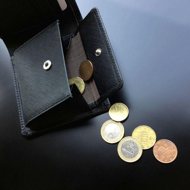 角シボ型押し 二つ折り財布