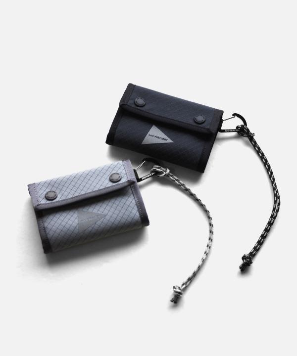 and wander/アンドワンダー reflective rip wallet