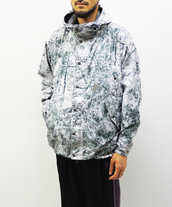 and wander/アンドワンダー white forest printed jacket