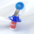 ブルックリン発のオシャレなキッチン雑貨屋さん【Whisk(ウィスク)】のZyliss ボトルストッパー(栓)ブルー