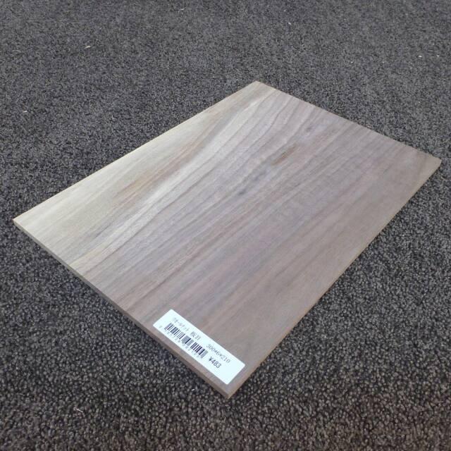 ウォールナット 板目 300×6×210