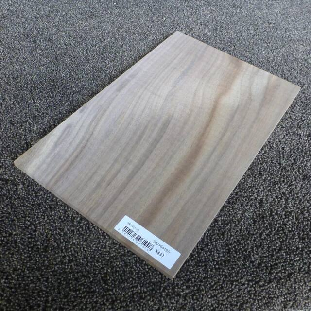 ウォールナット 柾目 300×6×190