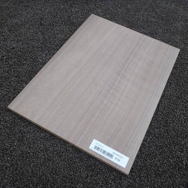ウオールナット 柾目 300×8×220