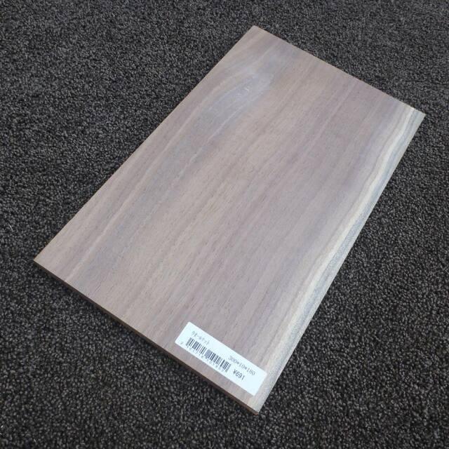 ウオールナット 柾目 300×10×180