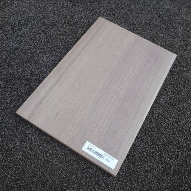 ウオールナット 柾目 300×10×200