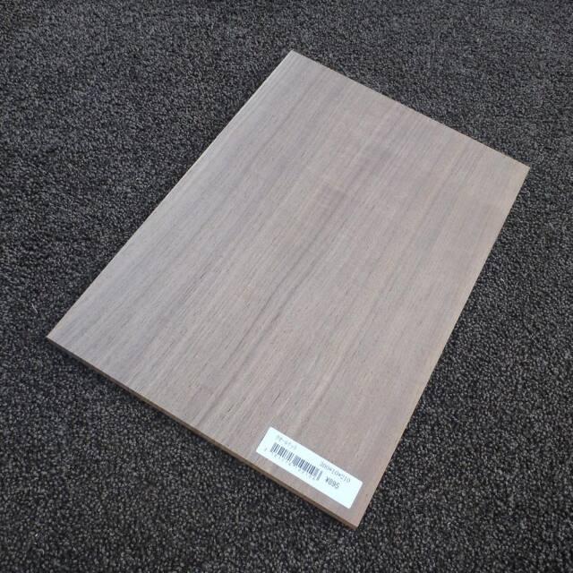 ウオールナット 柾目 300×10×210