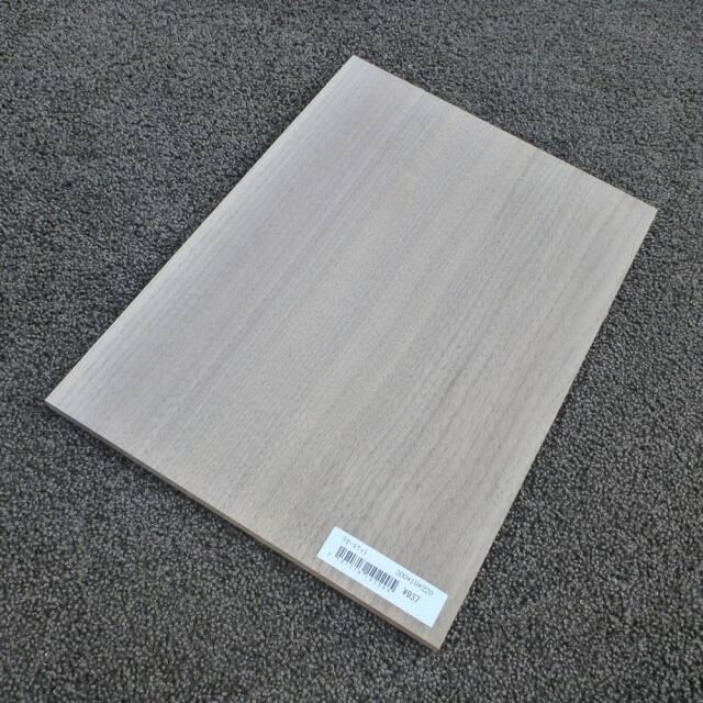 ウオールナット 柾目 300×10×220
