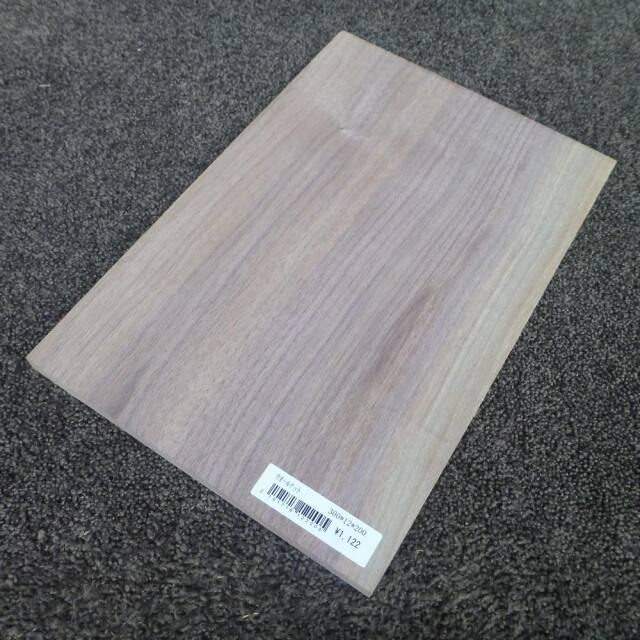 ウォールナット 柾目 300×12×200