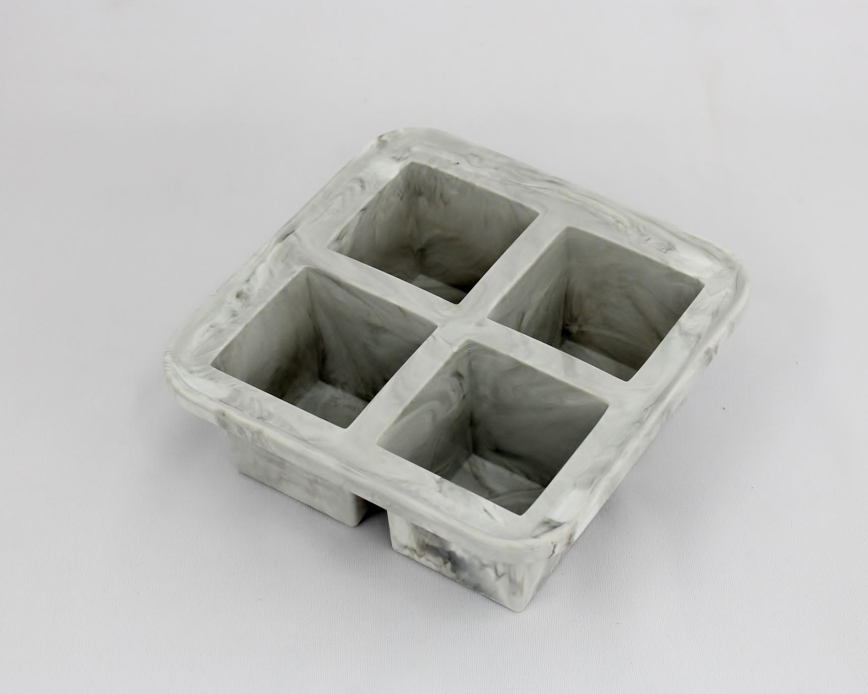 【新製品 アイストレイ】 4 ラージキューブ