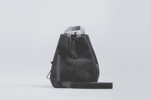 UNBY / SUEDE DRAW STRING BAG / グレー