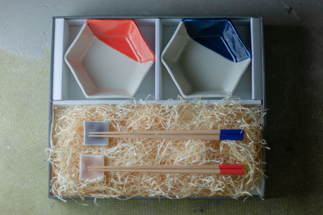 m.m.d. / 中鉢2枚 + 箸置き2個 + 箸2膳セット / ギフトボックス&熨斗付き